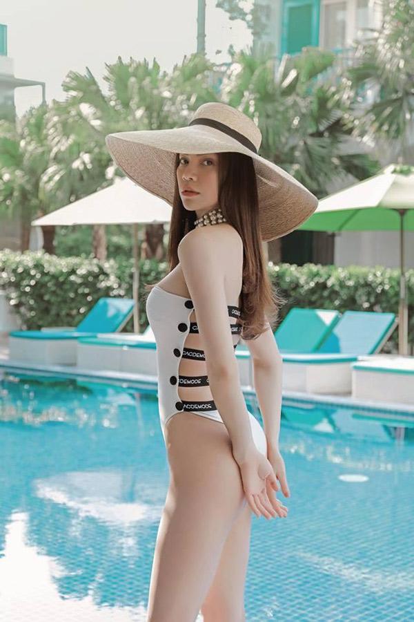 Bikini, monokini lộ rõ thân hình đẹp như búp bê di động của Hà Hồ - 8