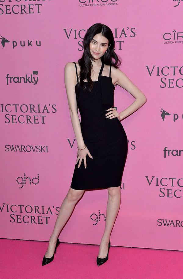 """Thiên thần số 1 châu Á mặc như """"bán khỏa thân"""" trên thảm đỏ Cannes là ai? - 8"""