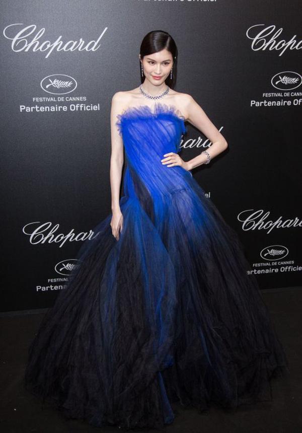 """Thiên thần số 1 châu Á mặc như """"bán khỏa thân"""" trên thảm đỏ Cannes là ai? - 7"""