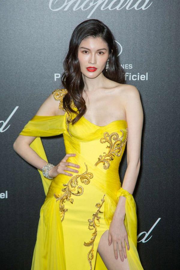 """Thiên thần số 1 châu Á mặc như """"bán khỏa thân"""" trên thảm đỏ Cannes là ai? - 5"""